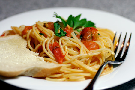 Spaghetti with Herb and Tomato