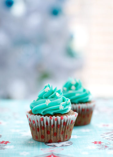 Gingerbread Cupcakes with White Chocolate Buttercream