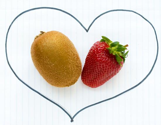 Kiwi Loves Strawberry
