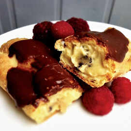 April Kitchen Challenge, Eclairs: Gianna