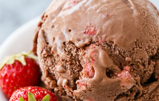Dark Chocolate Strawberry Ice Cream from @loveandoliveoil