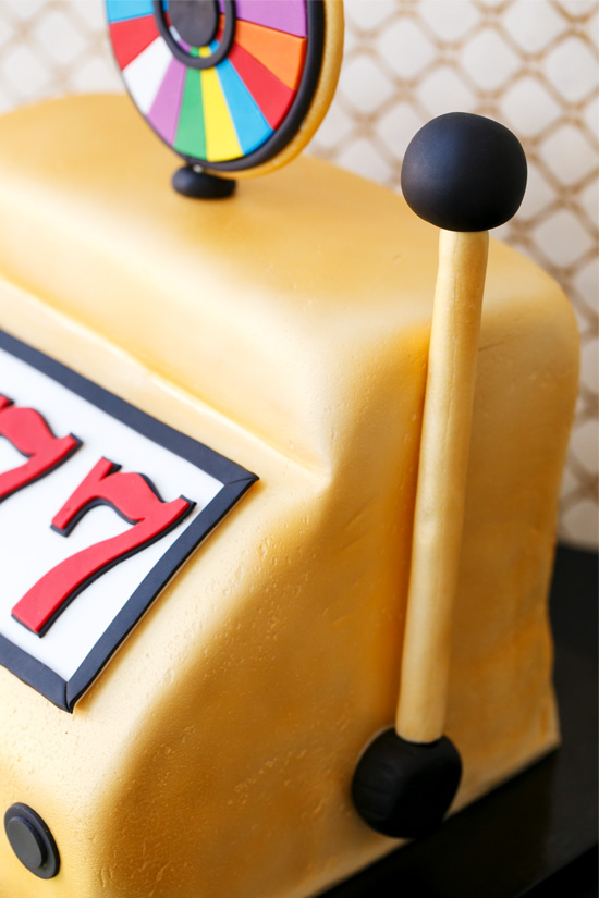 Fondant-covered Wheel of Fortune Slot Machine Cake