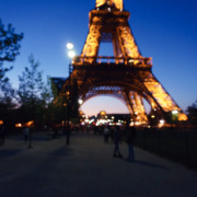 Tour de Eiffel lit up at night