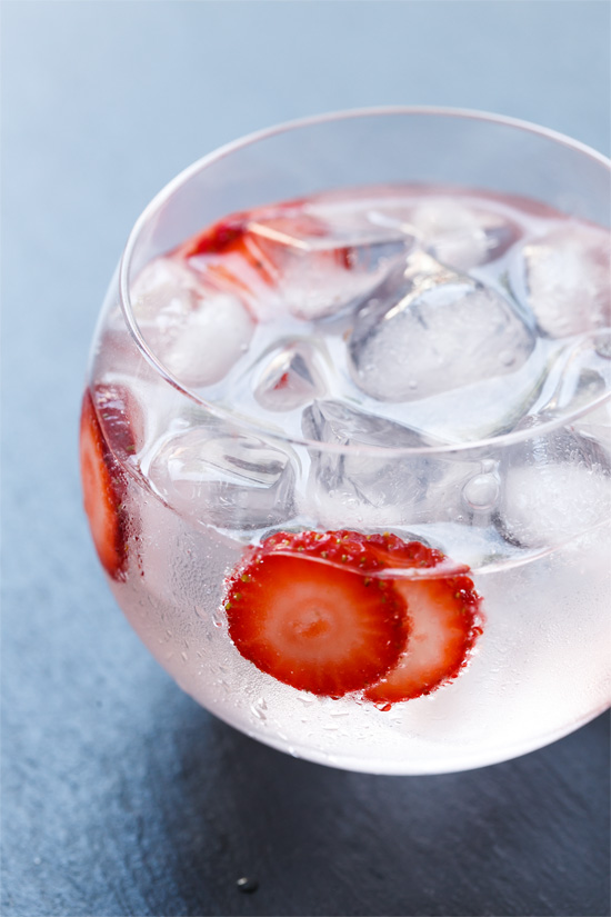 Strawberry Gin & Tonic Cocktail Recipe
