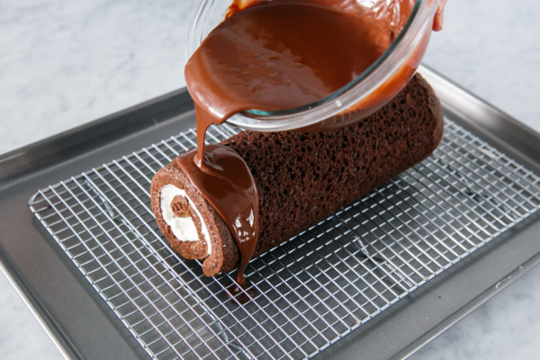 How to Make a Homemade Swiss Cake Roll