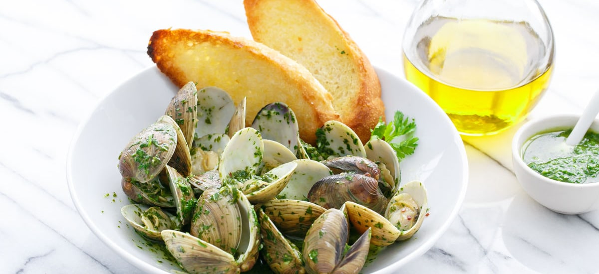 Mojo Clams (Steamed Clams with Green Mojo Sauce)