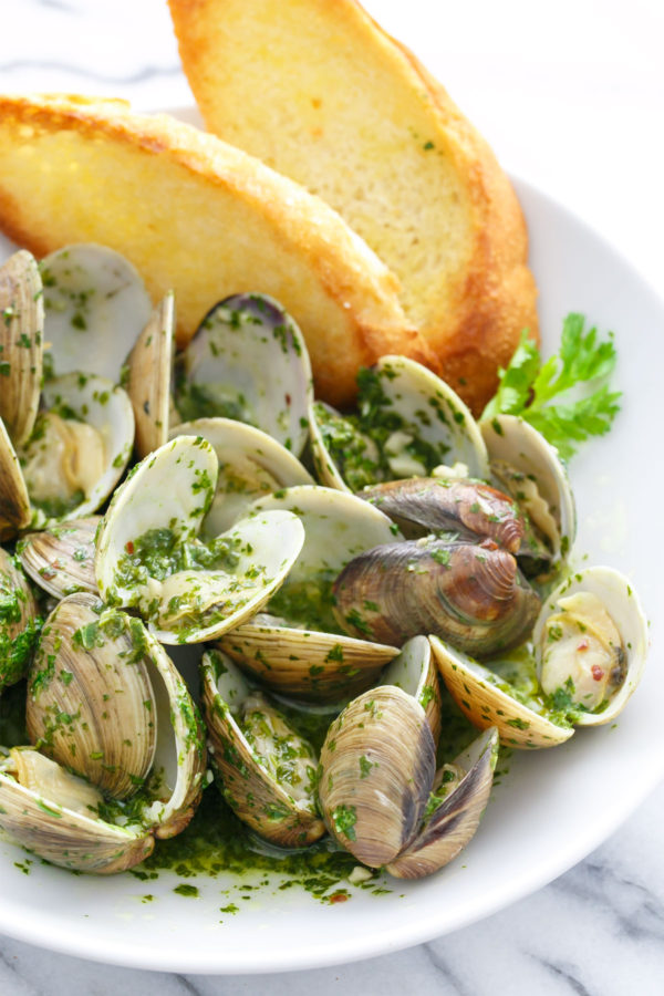White Wine Steamed Clams with Cilantro Mojo Sauce