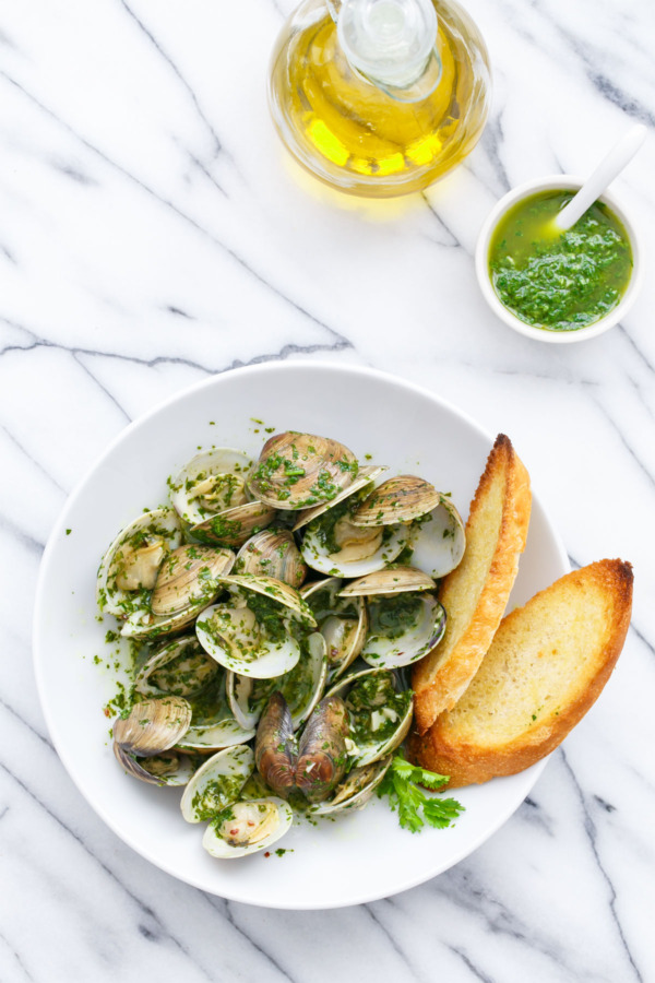 Steamed clams with cilantro and parsley 'mojo' sauce