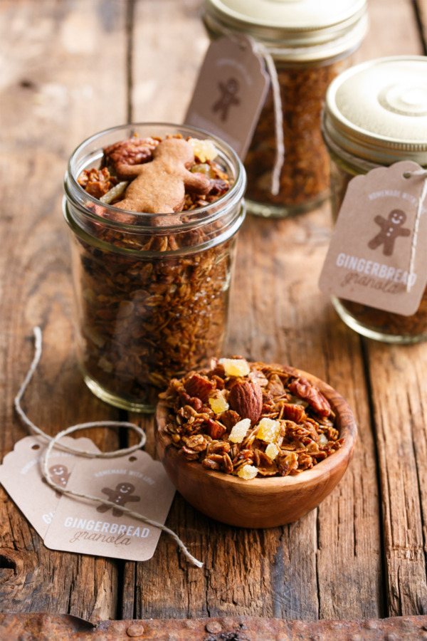 Homemade Gingerbread Granola with Free Printable Gift Tags!