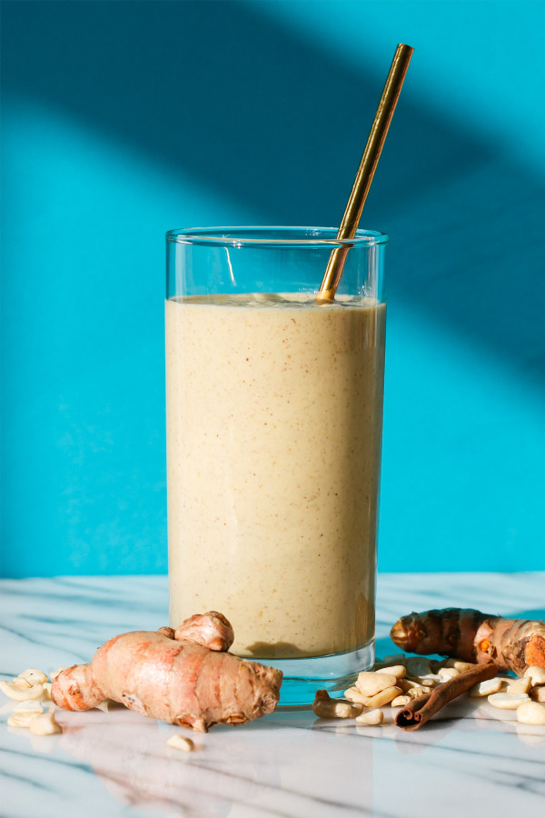 Golden Milk Smoothie Recipe with Fresh Turmeric