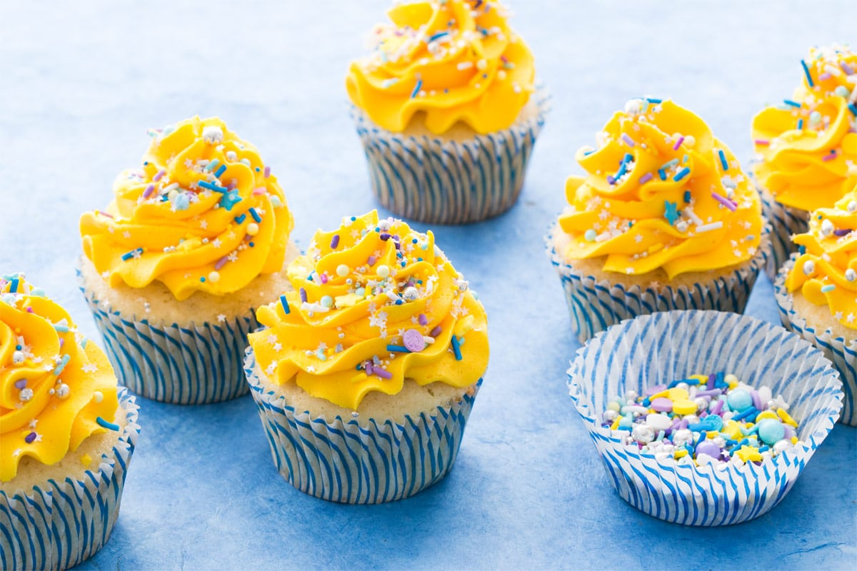 42ffe32a98d Banana Cupcakes with Banana Mousse Filling (Go Preds!)