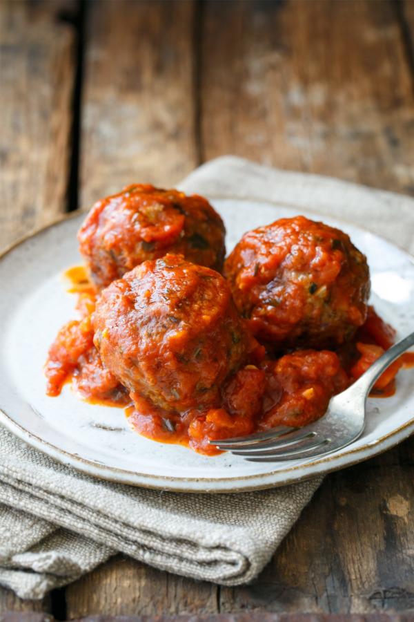 Spicy Mozzarella-Stuffed Meatballs