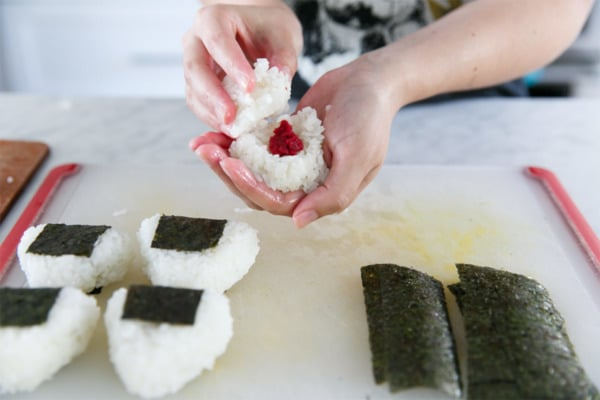 How to Make Japanese Umeboshi Onigiri