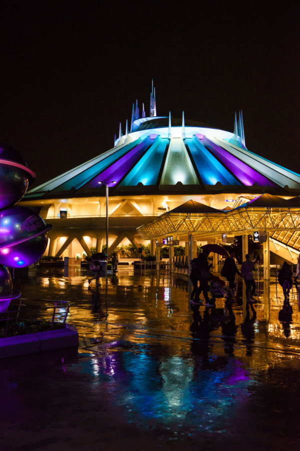 Tokyo Disneyland: Tomorrowland and Space Mountain