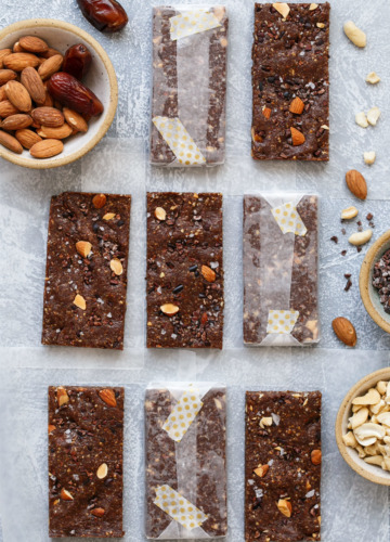 Date, Almond & Cashew Energy Bars Recipe with Egg White Protein