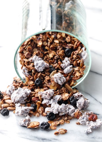 Ultimate blueberry granola recipe with 3 kinds of blueberry: blueberry jam, dried blueberries, and freeze dried blueberries!