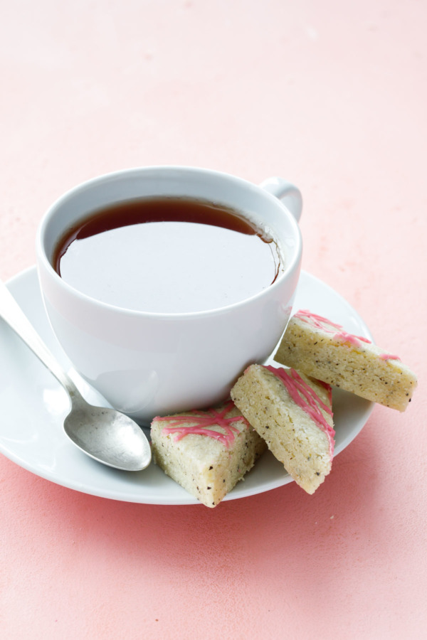 The perfect cookie to serve with tea: buttery shortbread infused with Earl Grey Tea!