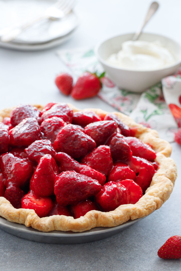 Fresh Strawberry Rose Pie - a Perfect recipe for spring!