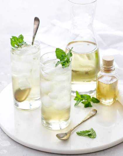 How to make tea from fresh mint (serve hot or iced!)