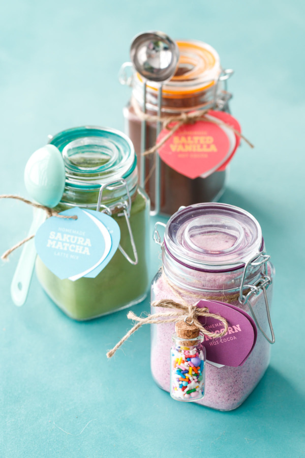 Great homemade gift idea: Hot Drink Mixes! In 3 delicious flavors plus FREE printable gift tags!