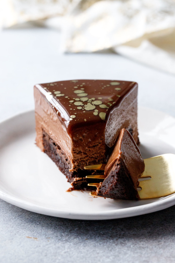 I know you want a bite of this Nutella Brownie Mousse Cake!