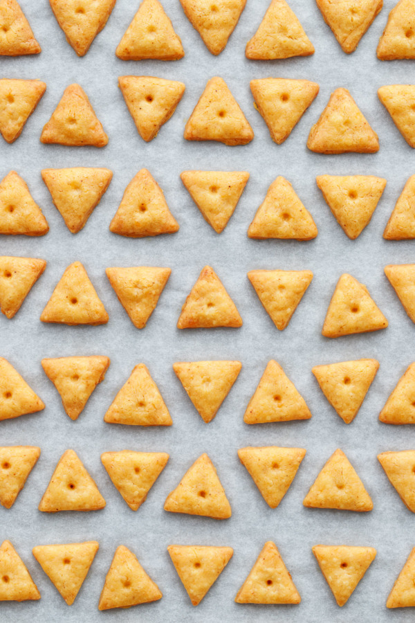 Homemade Cheddar Cheese Crackers Recipe