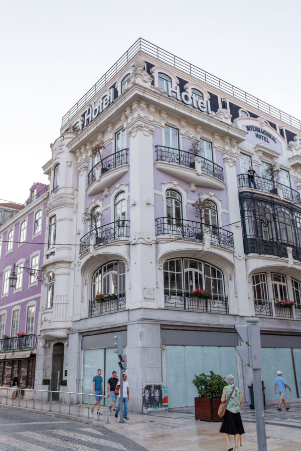 Pastel purple building in Lisbon, Portgual