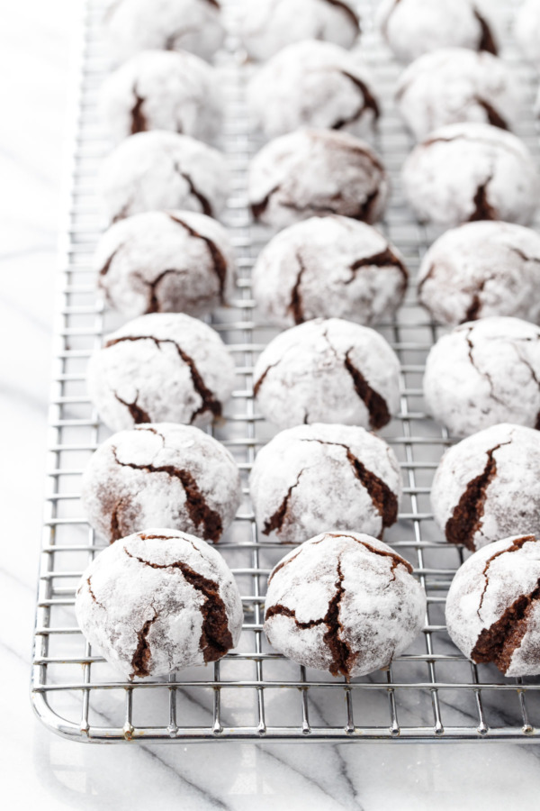 Rows of Chocolate Amaretti Cookies on a wire cooling rack.