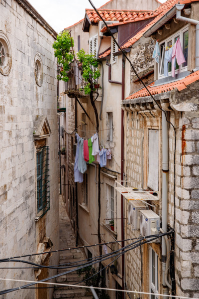 Narrow alleyway in Dubrovnik, Croatia
