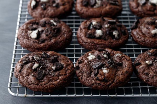 Cream-Stuffed Chocolate Cookies