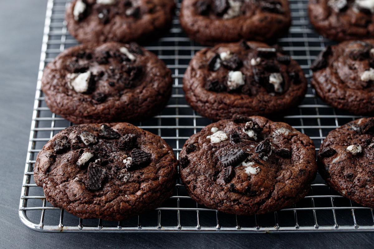 Cream-Stuffed Chocolate Cookies 'n Cream Cookies