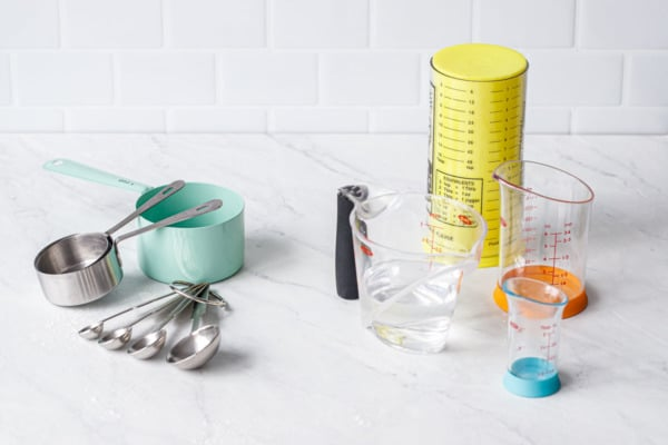 Examples of dry measuring cups vs liquid measuring cups