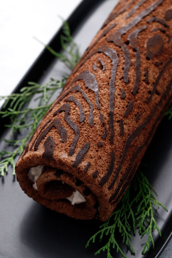 Closeup showing the wood-grain design on the yule log cake roll