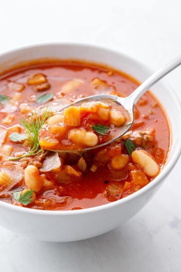 Крупным планом, ложка супа паста е фаджиоли