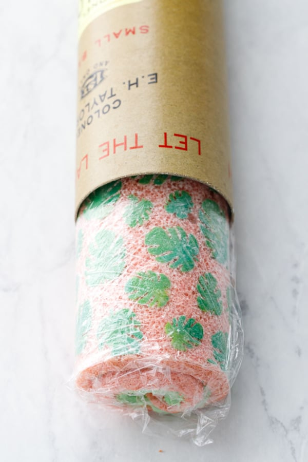 Wrapped in plastic wrap, store the cake roll in a tube to preserve the round shape