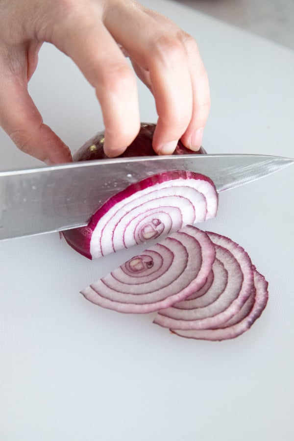How to cut red onions